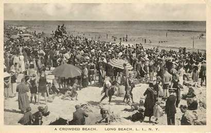 Crowded beach in 1923